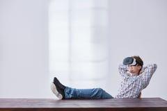Mężczyzna ogląda przyszłość Fotografia Stock