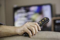 Mężczyzna ogląda TV Fotografia Stock