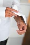 Mężczyzna opatrunek dla poślubiać Zdjęcie Stock