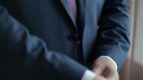 Mężczyzna opatrunkowy zmrok - błękitny kostium zdjęcie wideo