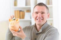 Mężczyzna oszczędzania pieniądze Zdjęcie Royalty Free
