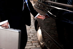 Mężczyzna otwarcia drzwi taxi taksówka Obraz Royalty Free
