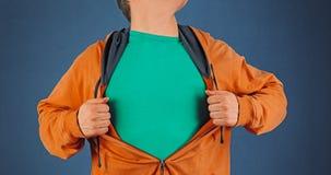 Mężczyzna otwiera pomarańczową koszula, copyspace fotografia royalty free