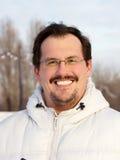 Mężczyzna outdoors zimy dzień Obraz Royalty Free