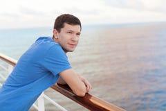 Mężczyzna pływać statkiem Zdjęcia Royalty Free