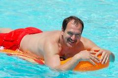 mężczyzna pływakowy basen zdjęcie stock