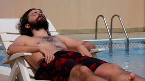mężczyzna pływanie w pływackim basenie zdjęcie wideo