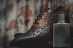 Mężczyzna pachnidło i buty obraz stock