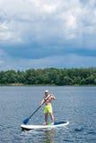 Mężczyzna paddle ćwiczy deska 04 Obraz Royalty Free