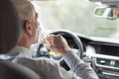 Mężczyzna pije alkohol i jeżdżenie Obraz Royalty Free