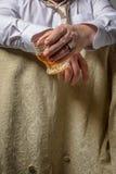 Mężczyzna Pije duchy Zdjęcia Royalty Free