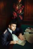 Mężczyzna pisarz w retro stylu Zdjęcia Royalty Free