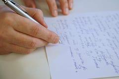 Mężczyzna pisze liście zdjęcie royalty free