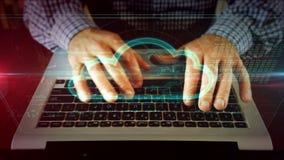 Mężczyzna pisze na laptop klawiaturze z chmurą obrazy royalty free