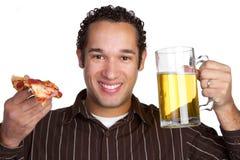 mężczyzna piwna pizza Obraz Royalty Free