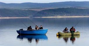 Mężczyzna połów na jeziorze Fotografia Royalty Free