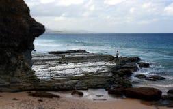 Mężczyzna połów na skałach Obraz Stock