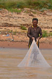 mężczyzna połów w Tonle aproszy rzece fotografia stock