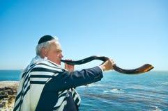 mężczyzna podmuchowy shofar Yemenite Zdjęcie Stock