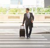 Mężczyzna podróżowanie dla biznesu zdjęcia royalty free