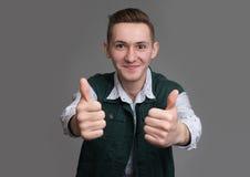 mężczyzna pokazuje kciuk up Zdjęcia Royalty Free