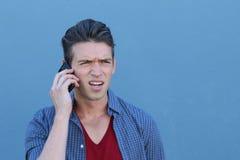 Mężczyzna pokazuje nieporozumienie podczas gdy dzwoniący telefonem Obraz Royalty Free