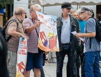 Mężczyzna pokazuje plakat protestujący Zdjęcia Stock