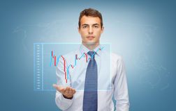 Mężczyzna pokazuje rynki walutowych sporządza mapę na palmie jego ręka Zdjęcia Stock