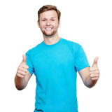 mężczyzna pokazywać młode uśmiechnięte aprobaty Zdjęcie Royalty Free