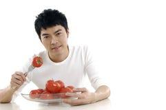 Mężczyzna pokazywać pomidoru Zdjęcie Stock