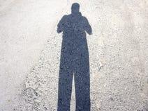 Mężczyzna pokonujący jego cienia boksem fotografia royalty free