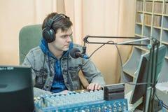 Mężczyzna portreta radio DJ Zdjęcia Royalty Free