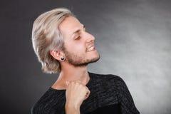 mężczyzna portreta uśmiechnięci potomstwa Obrazy Royalty Free