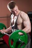 Mężczyzna pozuje bodybuilder Obrazy Royalty Free