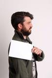 Mężczyzna pozyci profil z papierem z bliska biały Zdjęcie Royalty Free