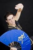 Mężczyzna practicig sztuki samoobrony kungfu Zdjęcie Stock