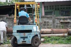Mężczyzna Pracuje Na Forklift Obraz Stock