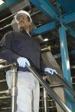 Mężczyzna Pracuje W Gazetowej fabryce Obraz Stock
