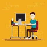 Mężczyzna pracuje w pokoju przy biurem Zdjęcia Stock