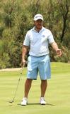 Mężczyzna pro golfista Richard Sterne satysfakcjonujący z jego stawiającym dalej Nov Obraz Stock
