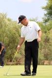 Mężczyzna pro golfista Thomas Levet stuka piłkę wewnątrz na Listopadzie 201 Zdjęcia Royalty Free