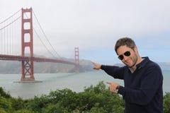 Mężczyzna przed Golden Gate Bridge, San Fransisco, Kalifornia, usa Zdjęcie Royalty Free