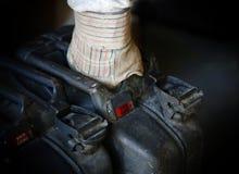 Mężczyzna przewożenia jerrycan obraz stock