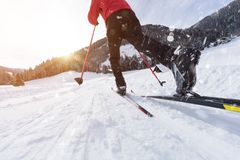 Mężczyzna przez cały kraj narciarstwo podczas pogodnego zima dnia Obrazy Stock
