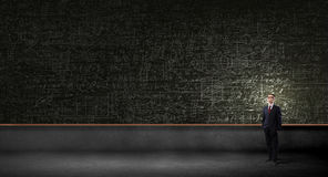 Mężczyzna przy blackboard Zdjęcia Stock