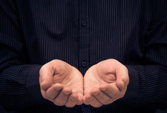 Mężczyzna ręk gesta mienie pyta pomoc Obraz Royalty Free