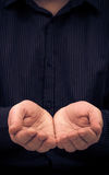 Mężczyzna ręk gesta mienie pyta pomoc Obraz Stock