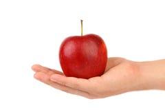 Mężczyzna ręka trzyma czerwonego jabłka i pokazuje Zdjęcia Stock