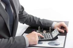 Mężczyzna ręka z biznesowym raportem Zdjęcia Stock
