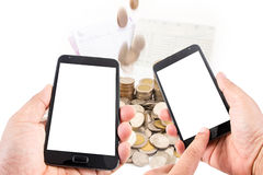 Mężczyzna ręki chwyta dotyka ekranu pusty mądrze telefon na finansowym pojęciu Zdjęcie Royalty Free